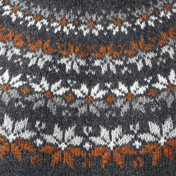 Søster Astrid Cinnamon garnkit - smukt mønsterstrik på bærestykket